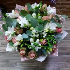 Цветы в подарок: выгодно купить в «Азбуке Цветов»