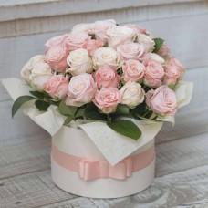 Розы в коробке: разнообразие выбора и значение цветовой гаммы